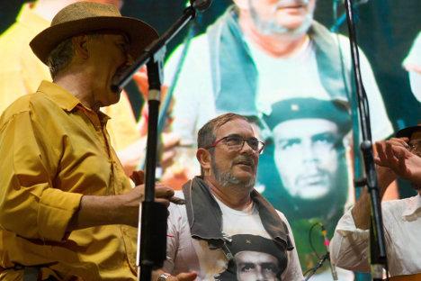 Jaime Caycedo y Timoleón Jiménez en la tarima cultural.