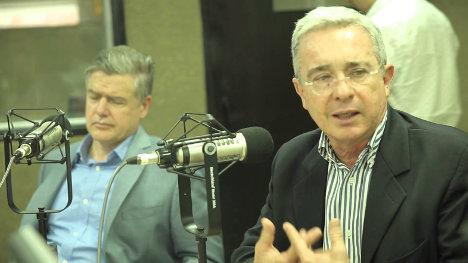 Juan Carlos Vélez y Álvaro Uribe en campaña por el No.