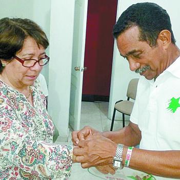 Aída Avella con Lucho Gómez en campaña por La Guajira.