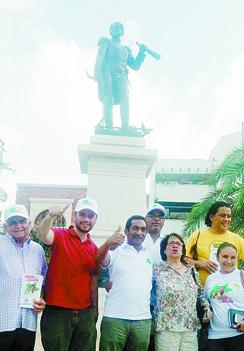 Dirigentes políticos de izquierda acompañan la candidatura de Lucho Gómez.
