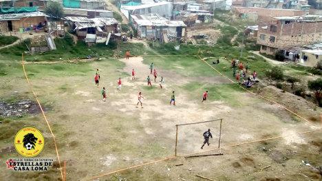 Entrenamiento de fútbol en Casa Loma.