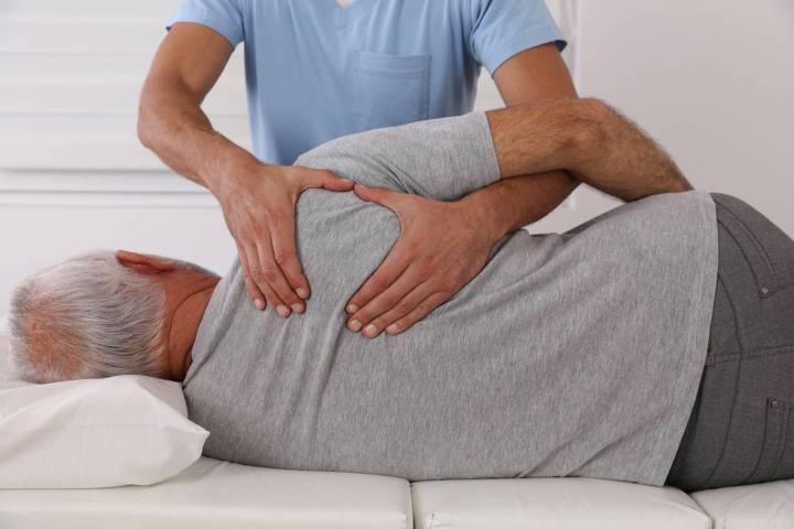 séance d'ostéopathie pour seniors pour soulager les douleurs articulaires