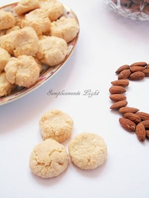 Biscotti morbidi con le mandorle