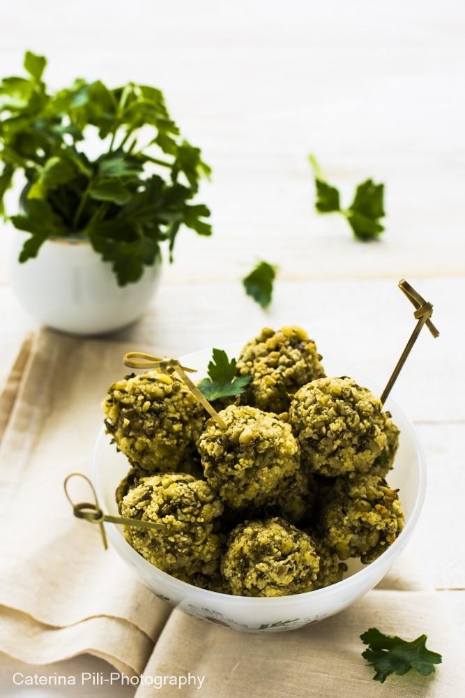 Polpette con fagioli verdi mung e cous cous | ricetta vegana