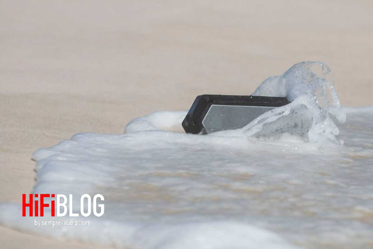 Soundcast VG1 Premium Waterproof Bluetooth Speaker Review 03 1