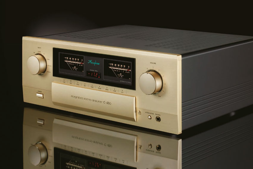 Accuphase E 480 Integrated Stereo Amplifier 02