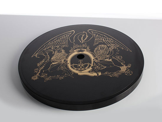 "Rega präsentiert ""Queen by Rega"" Custom Turntable"