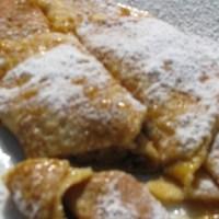 Dinkel-Palatschinken mit Marillenmarmelade
