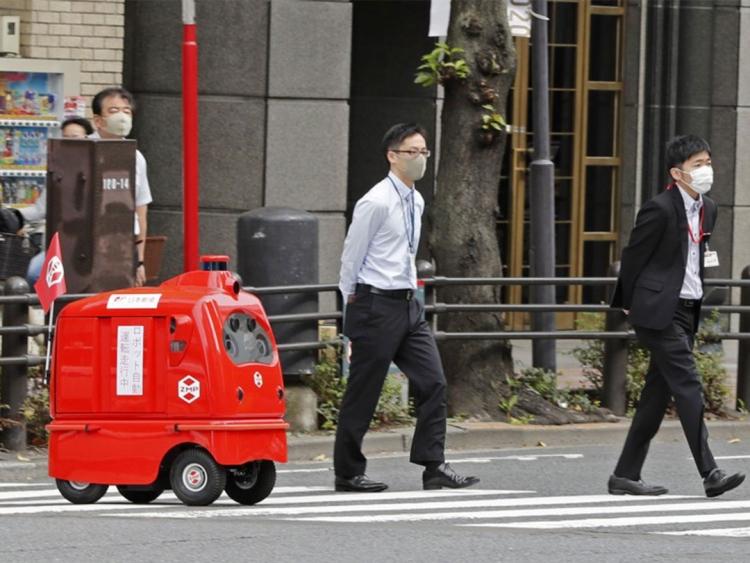 A Tokyo arriva il 'robot postino' che consegna pacchi
