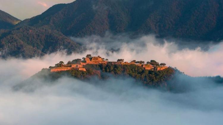 Le rovine di Takeda a Hyogo che sembrano uscite dal film Ghibli Laputa
