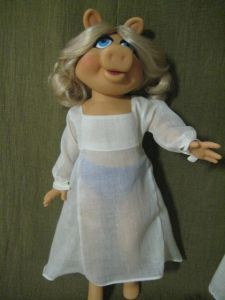 Miss Piggy in her smock
