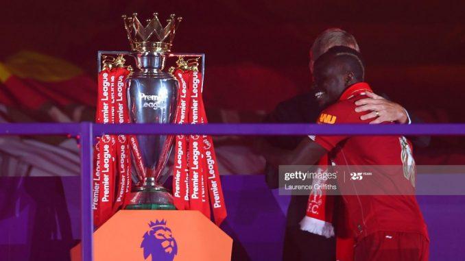 Liverpool soulève enfin son trophée, regardez la remise avec Sadio Mané! ( 10 Photos)