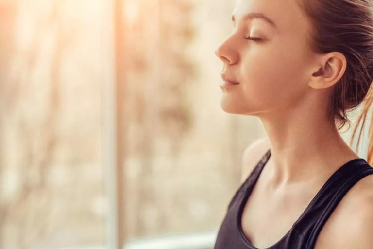 Nefes Egzersizi yapan kadın