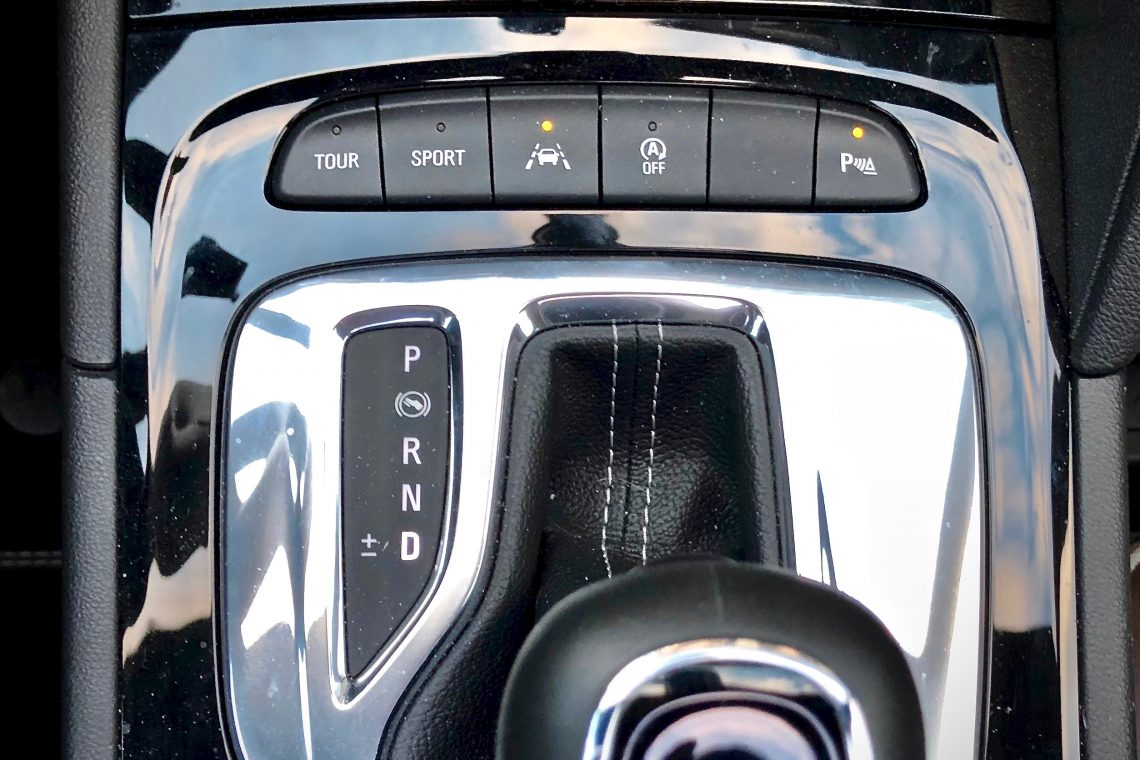 Palanca de cambios 1 1140x760 - Opel Insignia Grand Sport 1.6 CDTI 136 CV