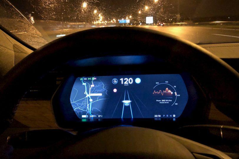Pantalla autopilot 1140x760 - Tesla Model S 100D y nuestro viaje de 1.000 km