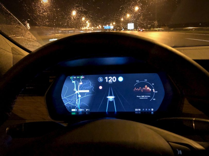 Pantalla autopilot - Tesla Model S 100D y nuestro viaje de 1.000 km