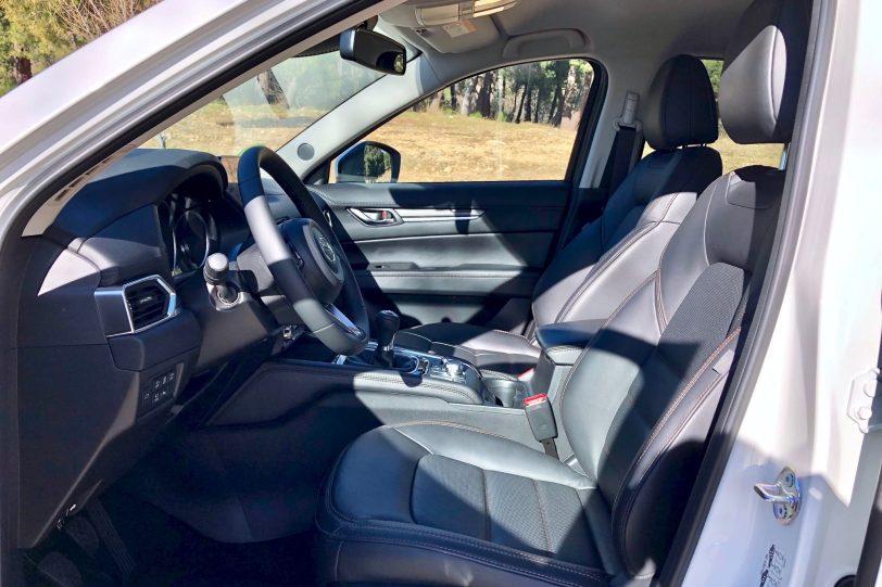 Plazas delanteras CX 5 1140x760 - Mazda CX-5 2.0L SKYACTIV-G 165 CV 2WD MT Zenith Black