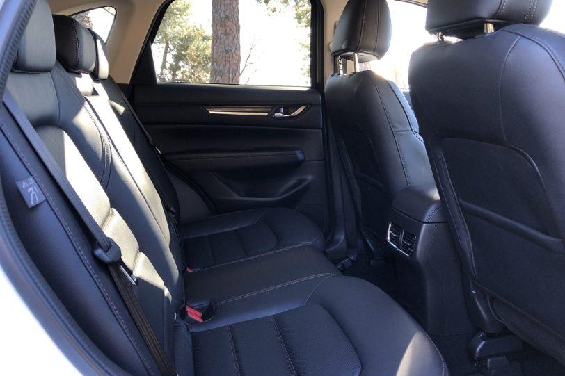 Plazas traseras CX 5 1140x760 - Mazda CX-5 2.0L SKYACTIV-G 165 CV 2WD MT Zenith Black