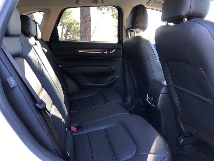 Plazas traseras CX 5 - Mazda CX-5 2.0L SKYACTIV-G 165 CV 2WD MT Zenith Black