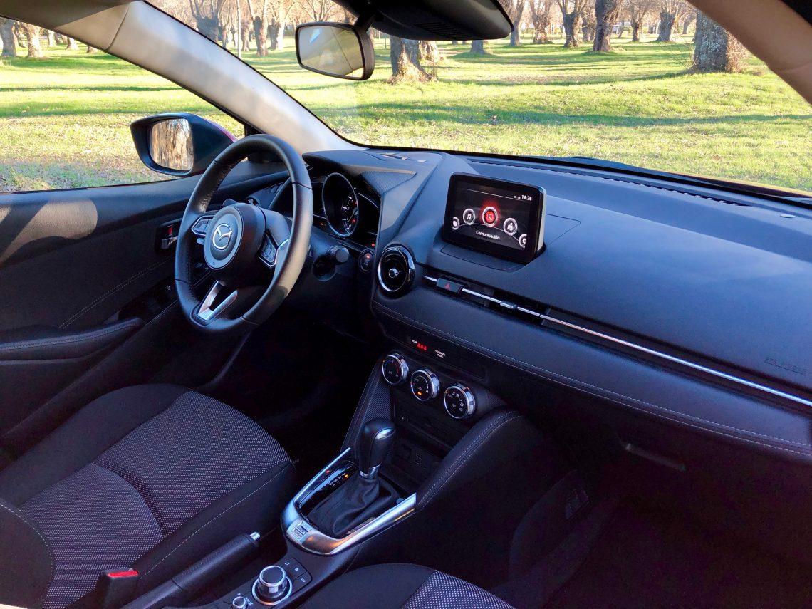 Salpicadero Mazda2 lateral derecho 1140x855 - Mazda2 Zenith 1.5 Skyactiv-G 90 CV