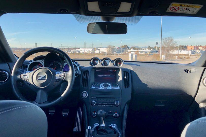 Salpicadero 370z 1140x760 - Nissan 370z GT roadster con 328 CV y cambio manual