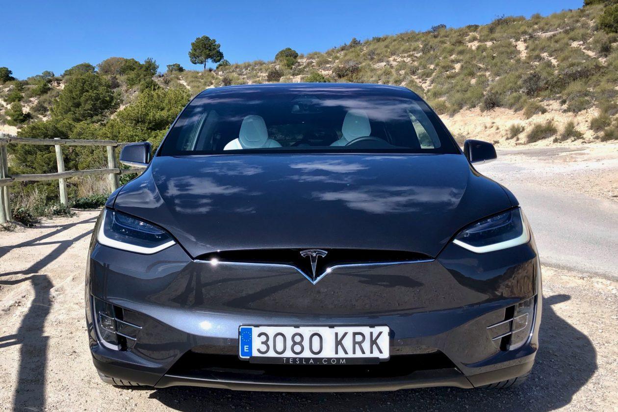Frontal Tesla Model X 100D 1260x840 - Tesla model X 100D: No es cualquier SUV