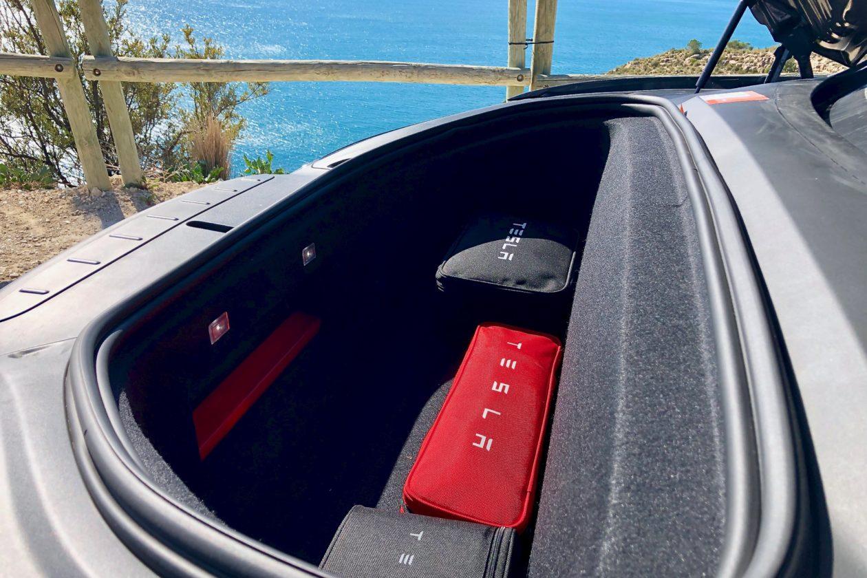 Maletero delantero Tesla Model X 100D 1260x840 - Tesla model X 100D: No es cualquier SUV