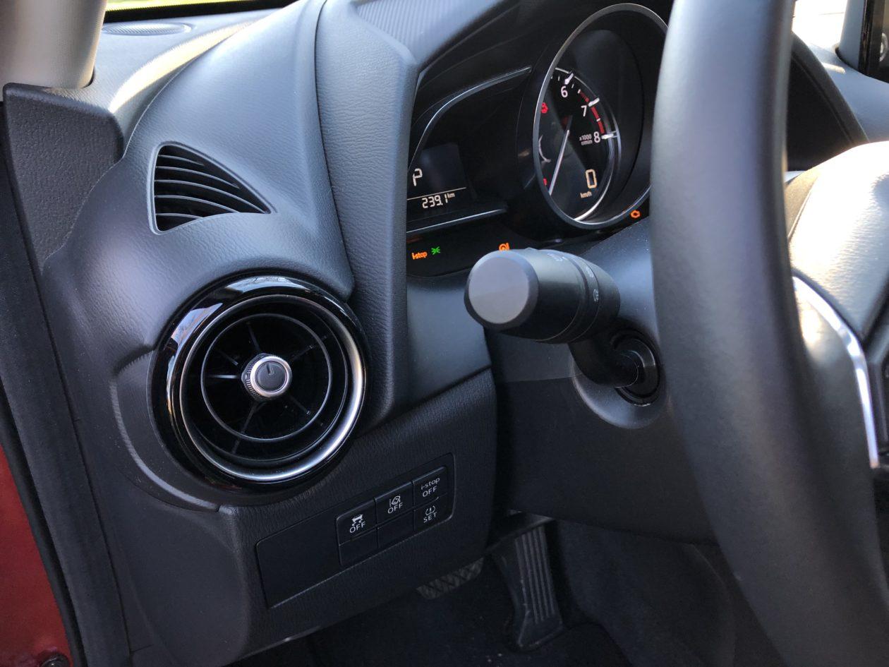 Mandos lateral izquierdo volante Mazda2 1260x945 - Mazda2 Zenith 1.5 Skyactiv-G 90 CV