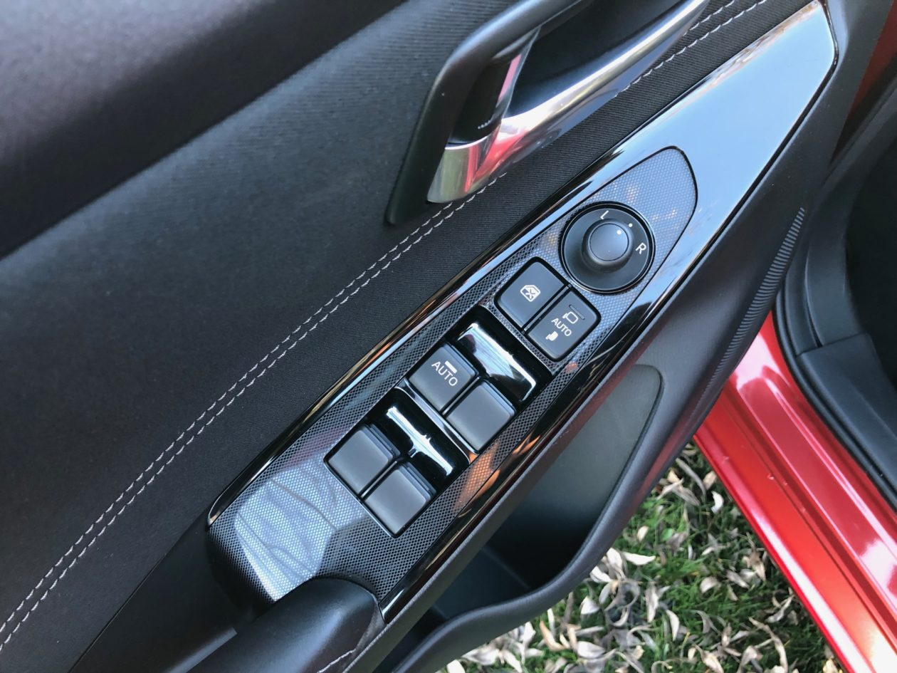 Mandos puerta Mazda2 1260x945 - Mazda2 Zenith 1.5 Skyactiv-G 90 CV