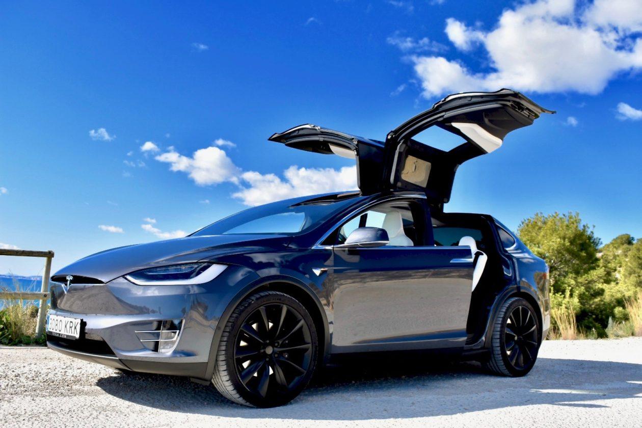 Puertas Abiertas Tesla Model X 100D 1260x840 - Tesla model X 100D: No es cualquier SUV