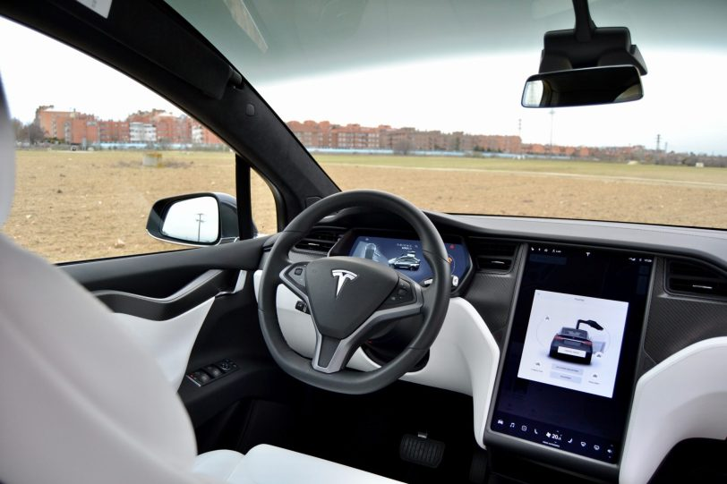 Puesto de conduccio%CC%81n Tesla Model X 100D 1 - Tesla model X 100D: No es cualquier SUV