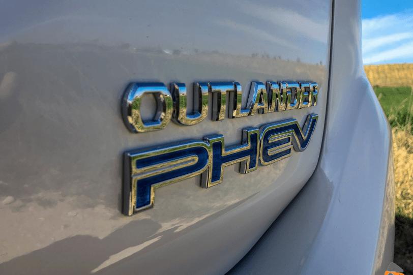 Logo Mitsubishi Outlander PHEV 1260x840 - Mitsubishi Outlander PHEV 2019: ¿El mejor SUV híbrido enchufable? con etiqueta CERO ¿Una buena alternativa?
