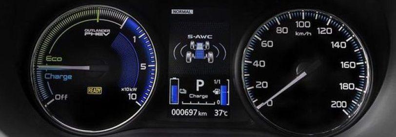 Tacometro Mitsubishi Outlander PHEV e1552598229228 - Mitsubishi Outlander PHEV 2019: ¿El mejor SUV híbrido enchufable? con etiqueta CERO ¿Una buena alternativa?