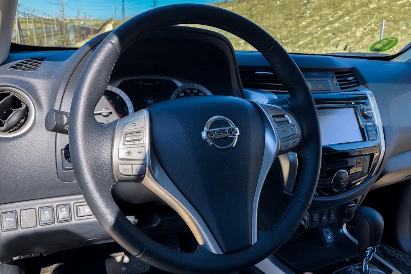 Volante Nissan Navara 1260x840 - El Nissan Navara Off Roader AT32 es un auténtico todoterreno