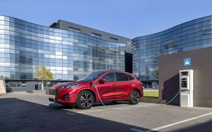 2560 300010 1 - El Ford Kuga se renueva como SUV híbrido, híbrido enchufable, mild hybrid, además de gasolina y diésel
