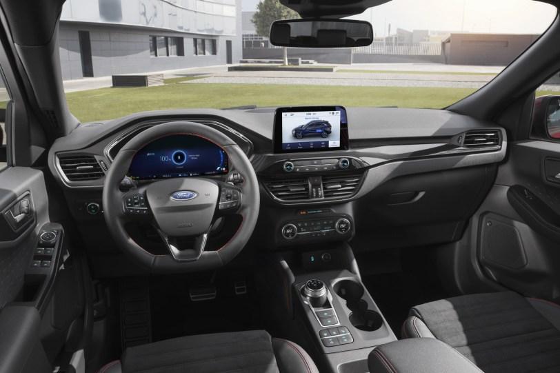 2560 30004 1 1260x840 - El Ford Kuga se renueva como SUV híbrido, híbrido enchufable, mild hybrid, además de gasolina y diésel