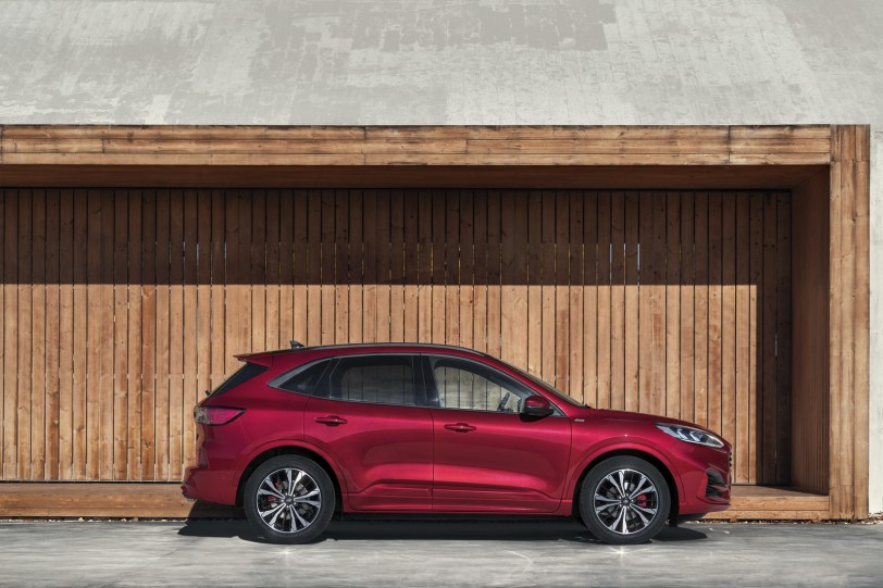 2560 30008 1 1260x840 - El Ford Kuga se renueva como SUV híbrido, híbrido enchufable, mild hybrid, además de gasolina y diésel