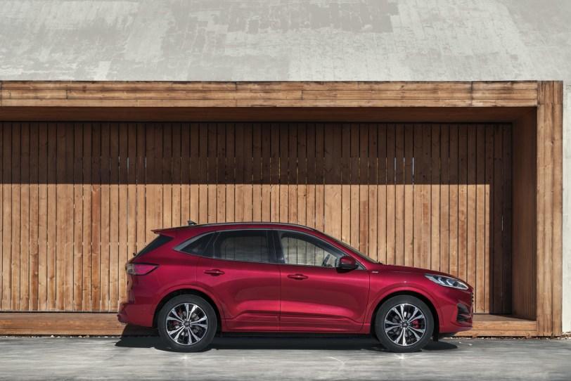 2560 30008 1 - El Ford Kuga se renueva como SUV híbrido, híbrido enchufable, mild hybrid, además de gasolina y diésel