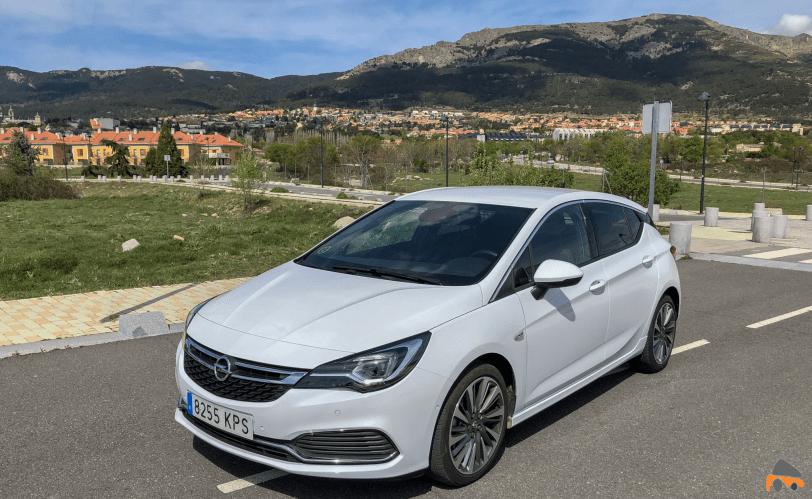 Frontal lateral izquierdo 2 Opel Astra GSI Line - Opel Astra 1.6 Turbo GSI Line