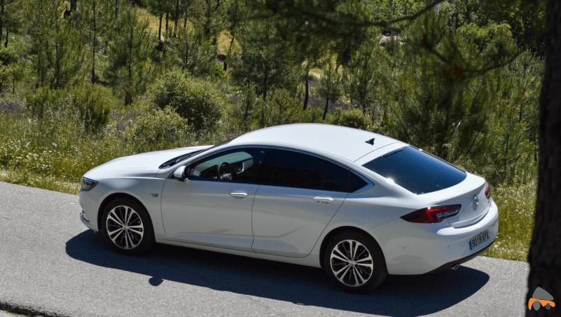 Lateral izquierdo Opel Insignia Grand Sport - Opel Insignia Grand Sport Innovation 2.0 CDTI 170 CV 2019: Cuenta con nuevas mejoras