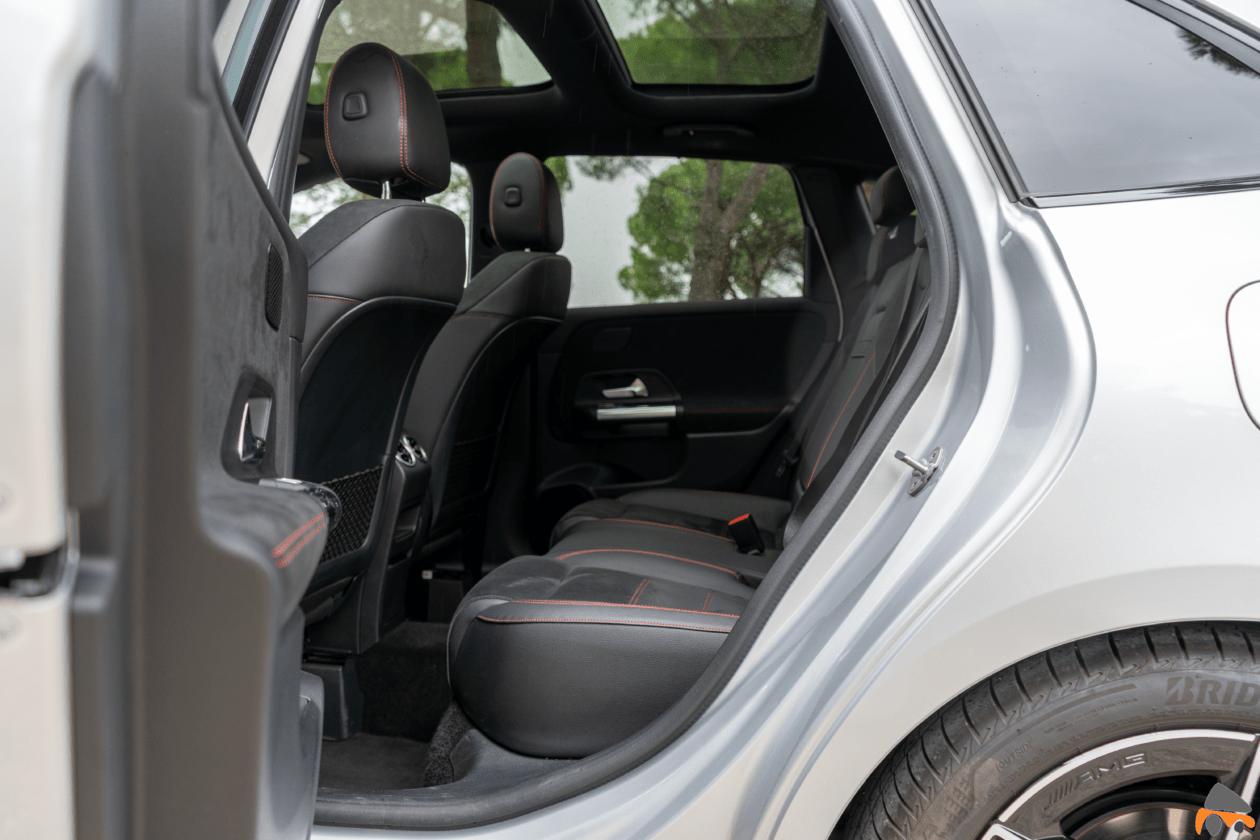 Plazas trasera vista izquierda Mercedes Benz Clase B 1260x840 - Mercedes Clase B 200d AMG Line: Un monovolumen con toques deportivos que te va a gustar
