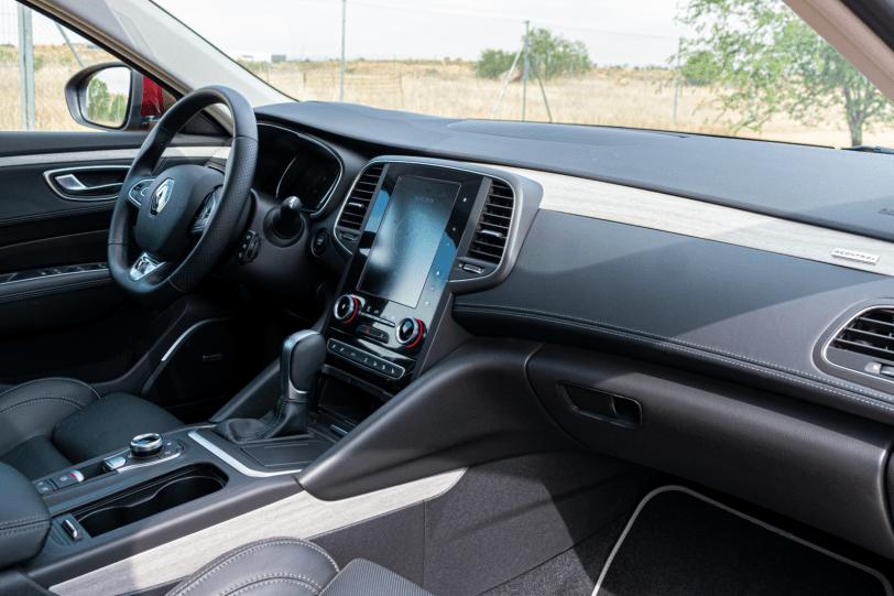 Salpicadero vista lateral derecho Renault Talisman gasolina 1260x840 - Renault Talisman: Una berlina rápida, deportiva y muy cómoda