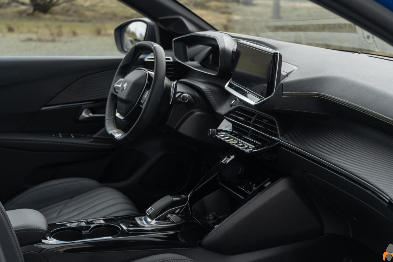 Salpicadero vista derecha Peugeot 208 GT Line 1260x840 - Peugeot 208 2020: Una evolución muy llamativa