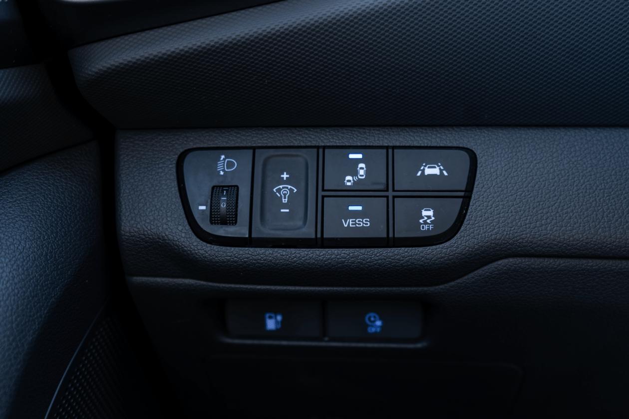 Asistencia a la conduccion Hyundai Ioniq Electrico 1260x840 - Prueba Hyundai Ioniq EV 2020: Un referente para la movilidad eléctrica
