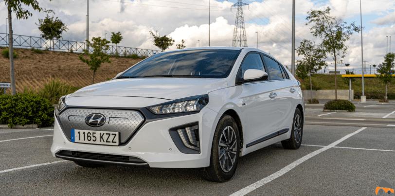 Frontal lateral izquierdo cerca Hyundai Ioniq Electrico - Prueba Hyundai Ioniq EV 2020: Un referente para la movilidad eléctrica