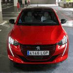 Frontal elevado Peugeot e 208 - Prueba del Peugeot e-208 GT 2020: Un eléctrico con mucho carácter