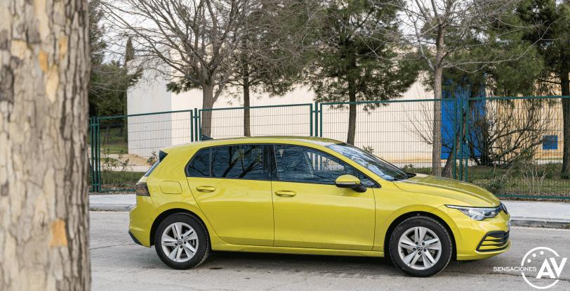 Lateral izquierdo paisaje Volkswagen Golf 8 - Prueba Volkswagen Golf 8 1.5 eTSI 150 CV: ¿El rey con etiqueta ECO?