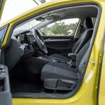 Plazas delanteras vista izquierda Volkswagen Golf 8 - Prueba Volkswagen Golf 8 1.5 eTSI 150 CV: ¿El rey con etiqueta ECO?