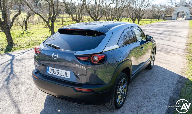 Trasera lateral derecho elevado Mazda MX 30 - Prueba Mazda MX-30: Un eléctrico diferente, ¿un acierto?