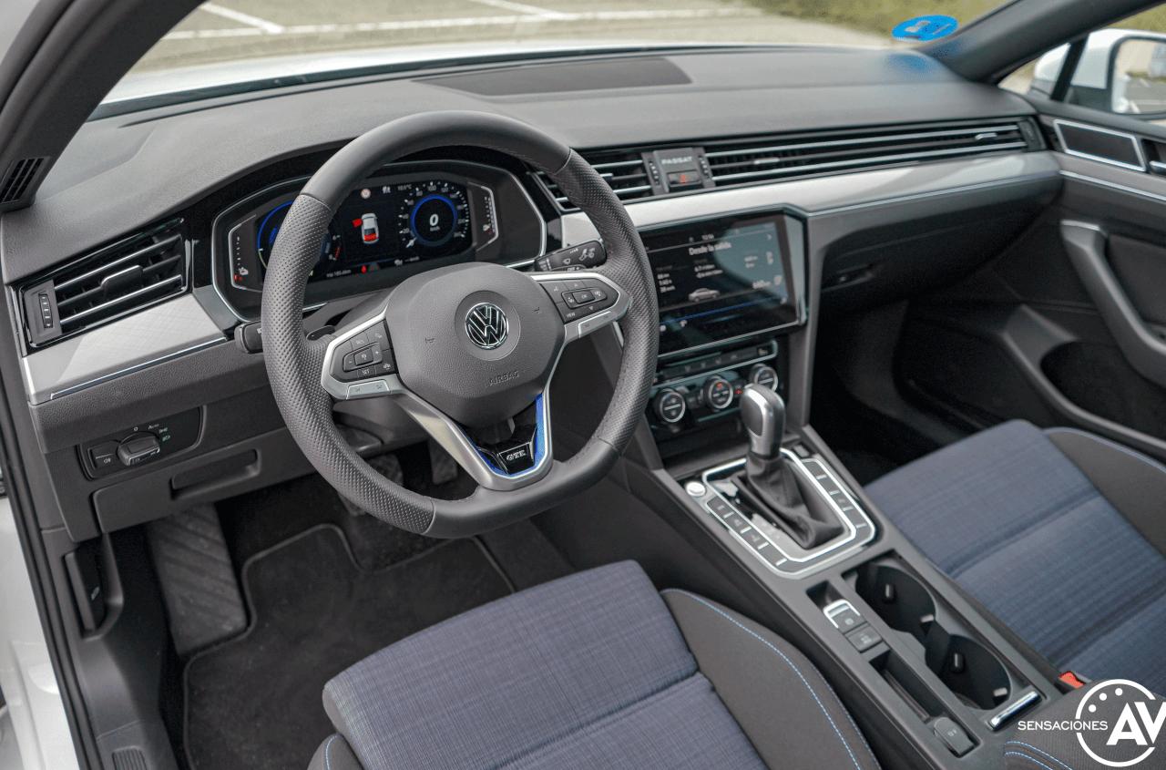 Salpicadero vista izquierda Volkswagen Passat GTE - Prueba Volkswagen Passat GTE 2021: Un coche casi perfecto en peligro de extinción